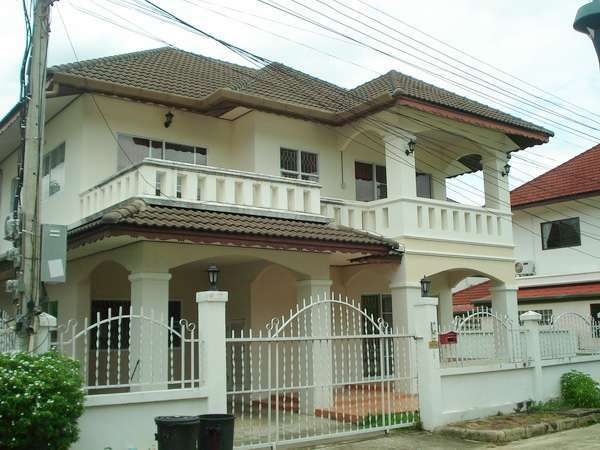 House for sale 1 km. from Makro super store on Hang Dong Rd.,