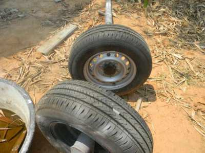Trailer Axles 2 with new tyres never used