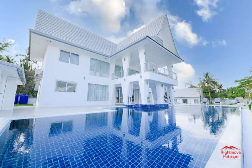 Modern Country Estate 9 Bedroom Property