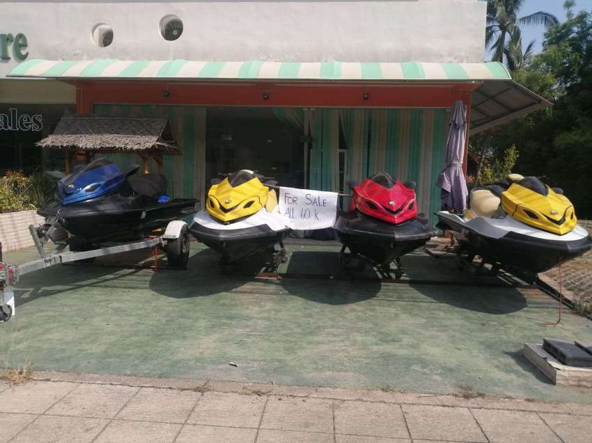 Lot of 4 Jetskis (cases only) + 1 engine (repair required) + 1 trailer