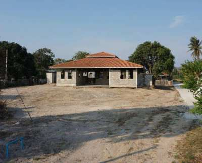 Unfinished villa on 1 rai plot ready to be taken over and built out
