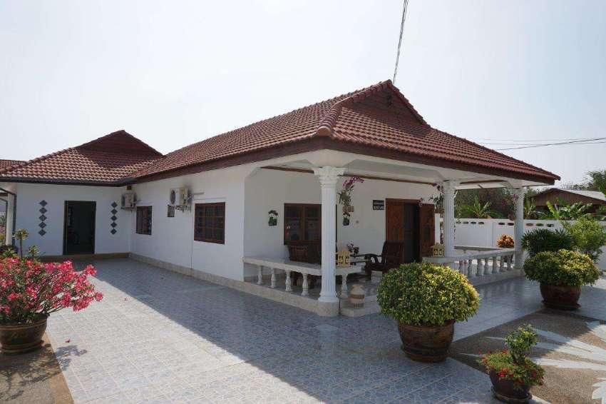 LOCATION! 3 bed pool villa on nice private 620m2 corner plot, soi 102