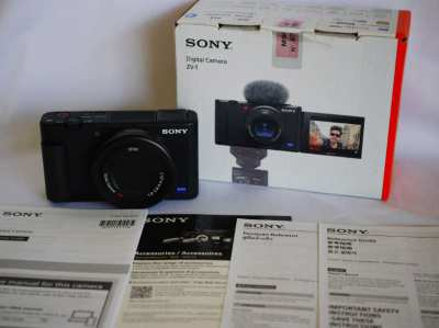 Sony ZV-1 Vlog camera in Box with Carl ZEISS Vario-Sonnar T* 24-70mm