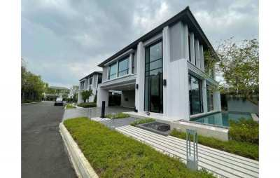Ultra Luxury House with Private Pool in Onnut Wongwean for Sale
