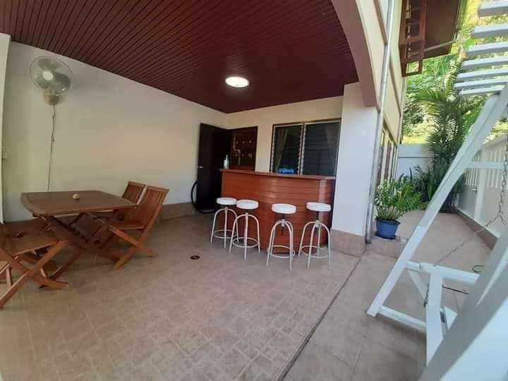 Selling  2-storey detached house with furniture