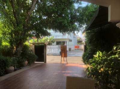 Big house next to nichada thani campus entrance (80meters)