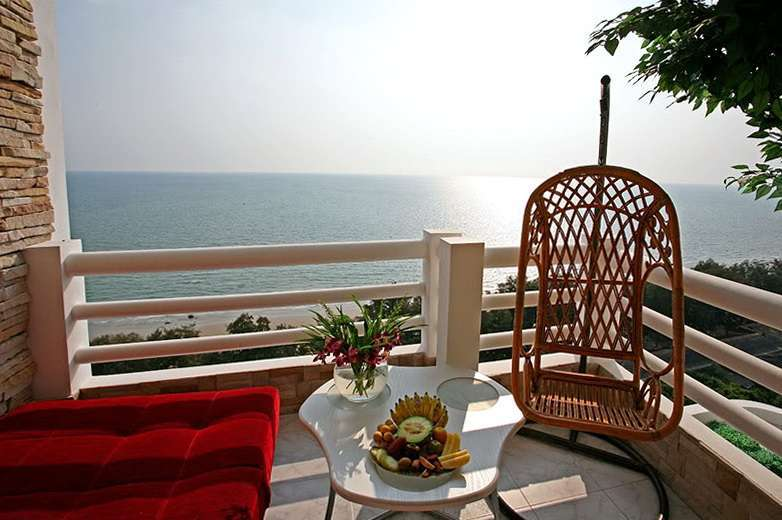 Stunning top floor Penthouse condo on Mae Ramphueng beach in Rayong!
