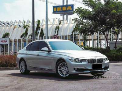 BMW 320i Luxury Saloon F30