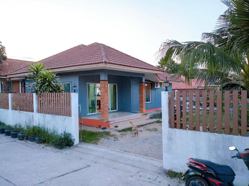 ขายบ้าน เนื้อที่  100 ตารางวา พื้นที่ใช้สอย 165 ตารางเมตร  3 ห้องนอน