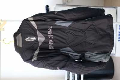 Motorcycle jacket with liner