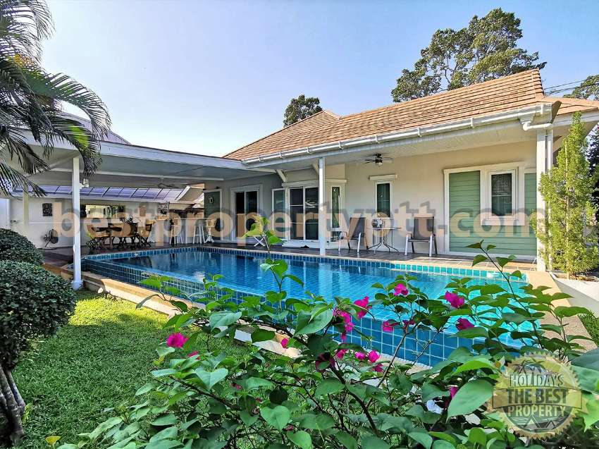 House with Private Pool in Bangsaray