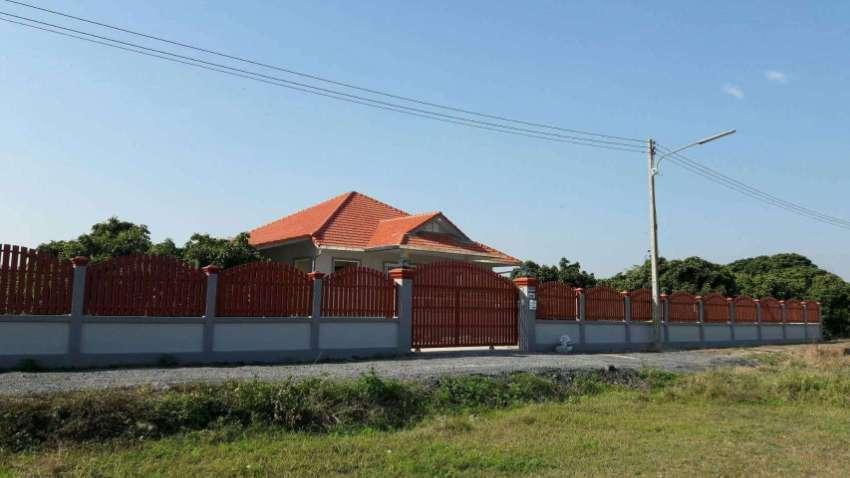 HOUSE 4+ BEDROOMS ON 2 RAI OF LAND