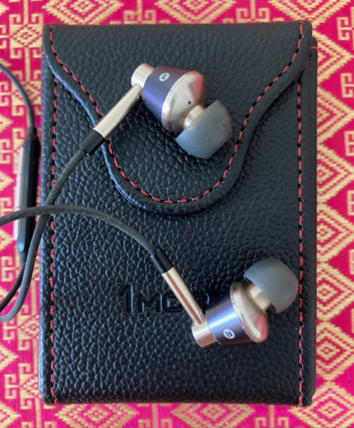 1More E1001 In-Ear Headphones