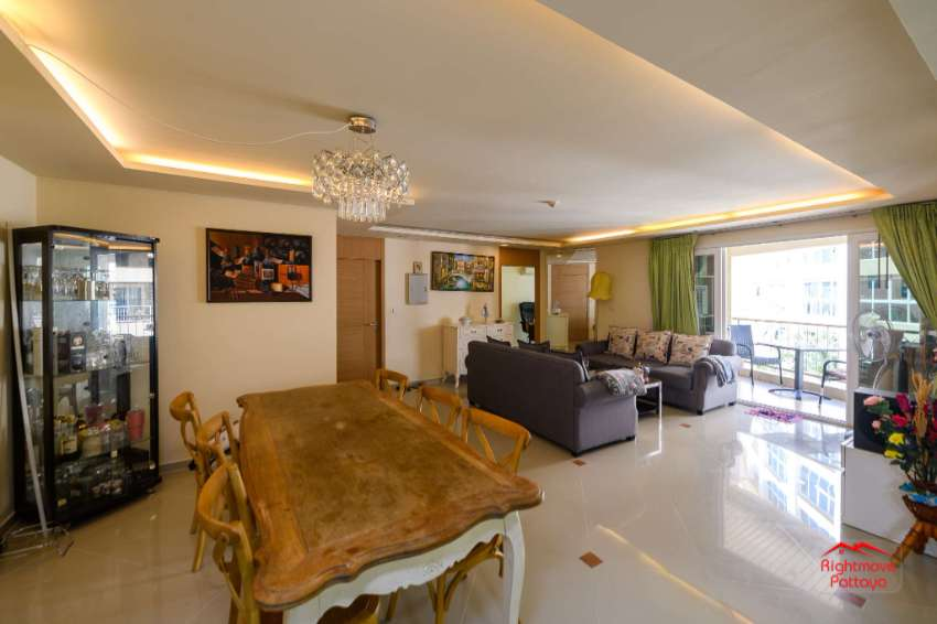 Great Price Very Large Condo at City Garden Soi 15