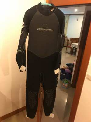 Brand new with labels  Scubapro Thermaltec 3mm XL wet suit