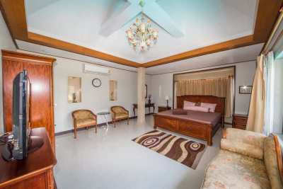Absolutely private 4-bedroom villa close to Maenam beach