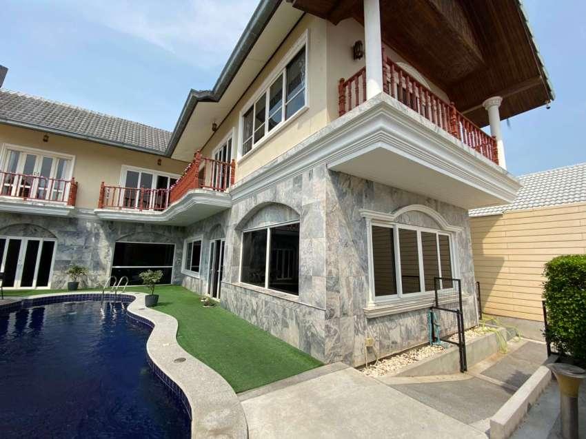 Large Pool Villa at South Pattaya