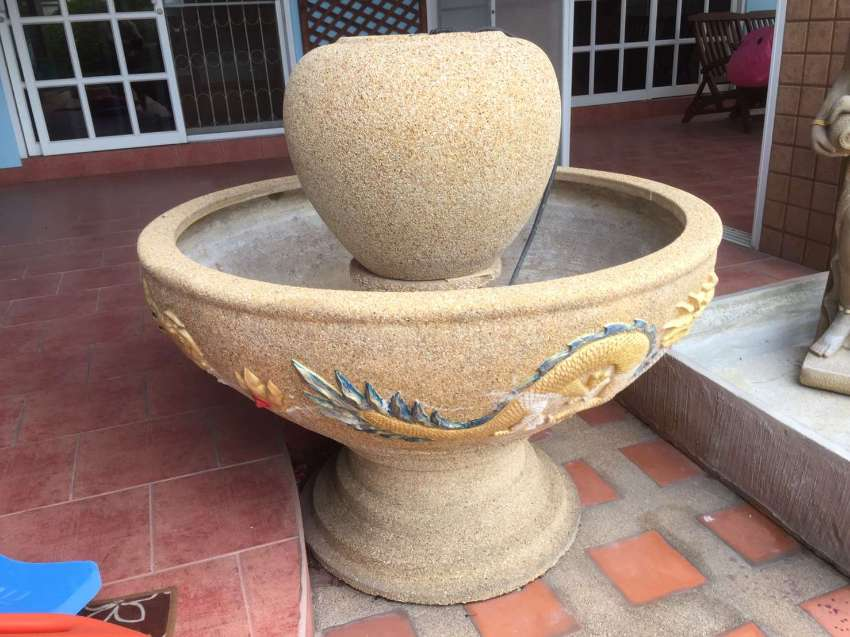 Water Fountain , Round. Stone basin