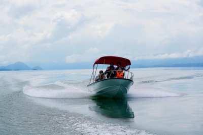 16ft Fiberglass boat   Yamaha 60 HP 2 Stroke