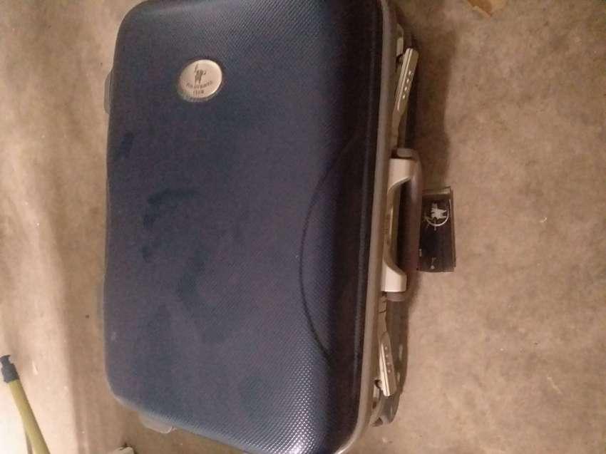 กระเป๋าเดินทาง ขนาด20 นิ้วครับ
