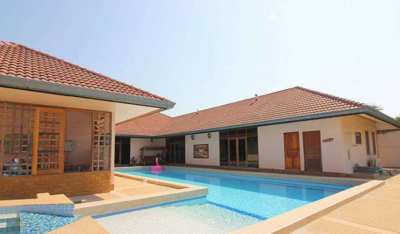 Large 5 Bed - 5 Bath Pool Villa with Guest house - 10 min. to city