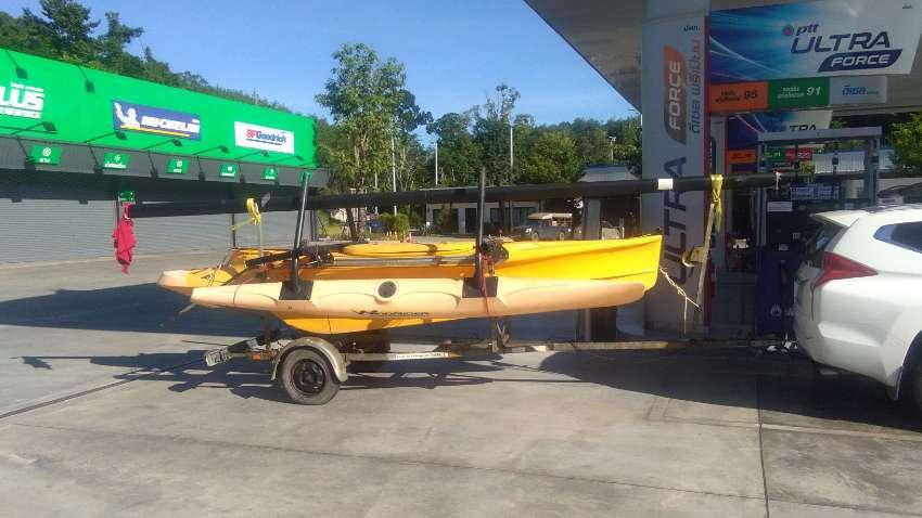 TRIMARAN + galvanised trailer + 5 hp outboard + beachwheels