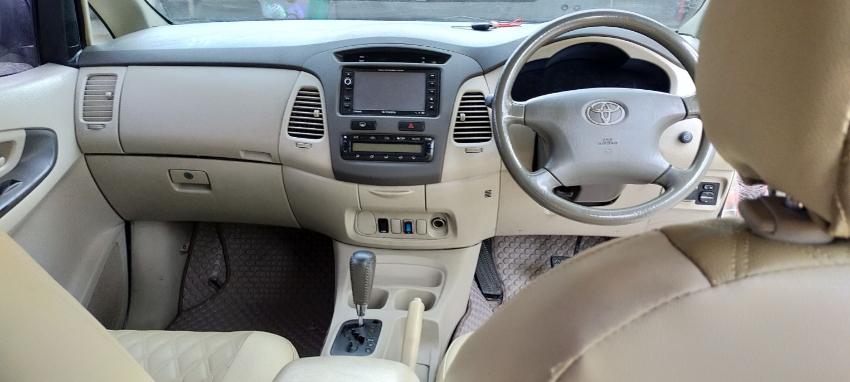 ขายรถยนต์ suv 7ที่นั่ง Toyota Innova รุ่น G สีบรอนซ์ทอง ปี2011