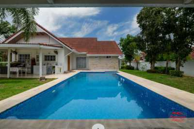 5 Bed Modern Pool Villa with Large a Garden