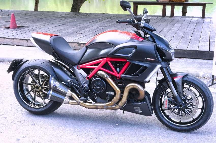 Ducati Diavel Carbon Red, true Showroom Condition