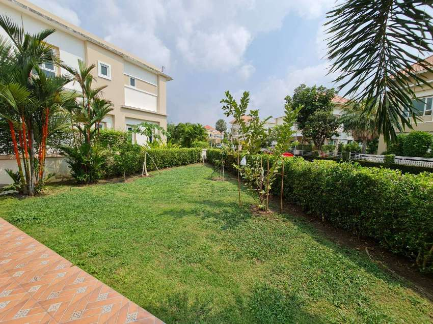 Nice House with Furnished Good Area in Golf Course