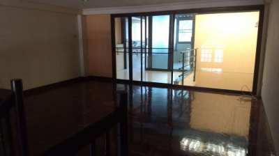 WIDE FRONTAGE TOWNHOME IN NIMMANHEMIN SOI 9 FOR LEASE