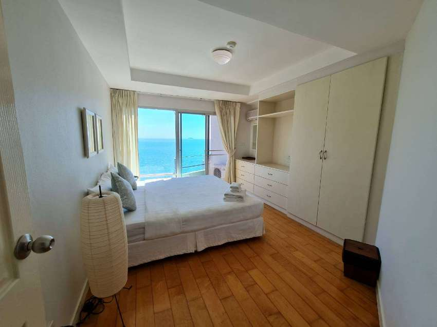 Beachfront Condo with Sea View Entire Room Rayong