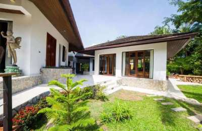 5BR Villa with Lake View