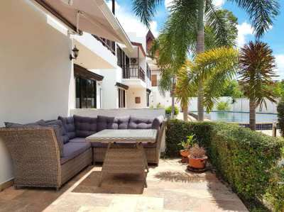 2 storey house with large rooftop terrace on Mae Ramphueng beach