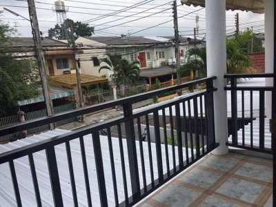 Newly renovated loft style townhome located near Central airport plaza