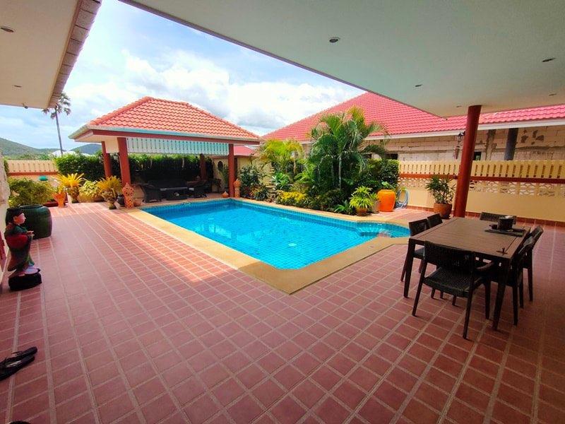 Quadruplex Pool Villa With Quick Drive To Beach - Ready To Move In!