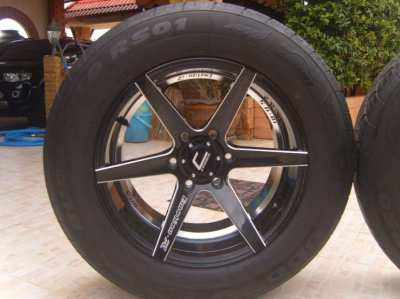4 beautiful new mags 18 X 9,5 black, with tires 265/60-18