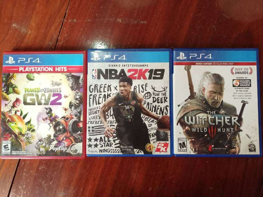 Playstation 4 (500GB)  + 1 controller + 3 games