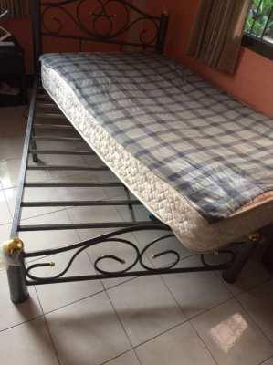 Metal bed 3.5feet incl mattress