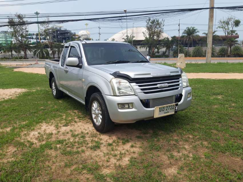 Isuzu D-Max ( automatic gear ) THIS IS NOT A DIESEL !!!!!!!!!