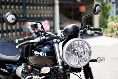[ For Sale ] Triumph Street Twin 2017 Showroom condition Only 200 km..