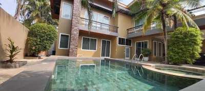 Beautiful tropical pool villa for sale in Huay Yai, Pattaya City