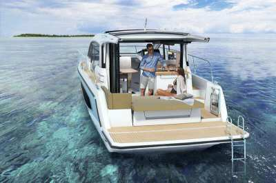 Sealine C335 SEAYS Liveaboard Version - Save THB 680,000+