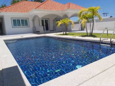 Private pool villa with 3 bedroom in Pattaya City
