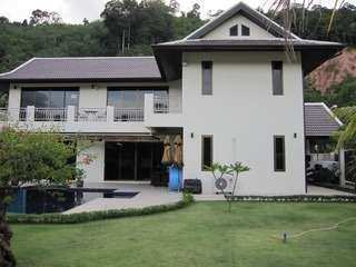 Large Villa for Sale in Lock Palm