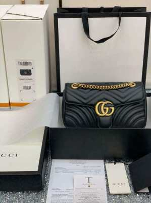 Gucci GG Marmont Handbag Gucci Matelasse Shoulder Bag black GG