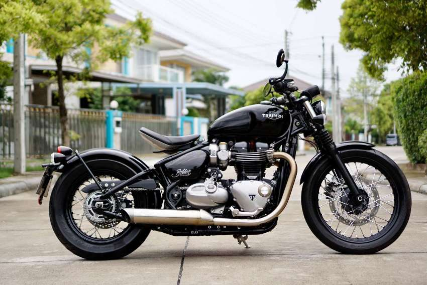 [ For Sale ] Triumph Bonneville Bobber 2017 like new with V&H exhaust