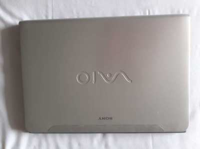 SONY VIAO - Intel Core i3-3110M (2.40 GHz) NO BATTERY (read below)