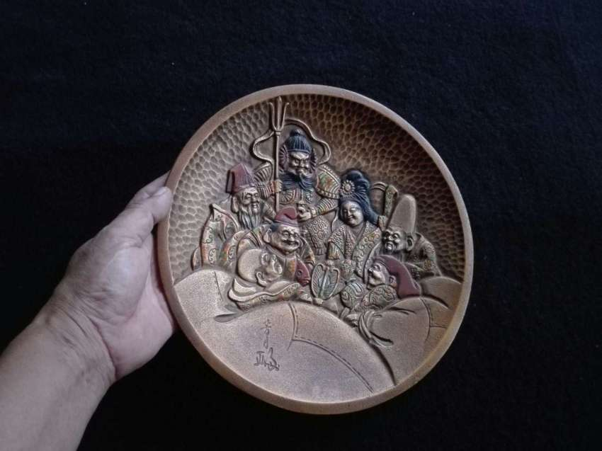 Vintage Brass Grandee people plate