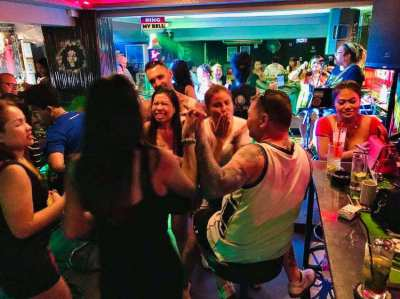 Successful Live Music Bar + 10x Room Guesthouse, Central Pattaya!